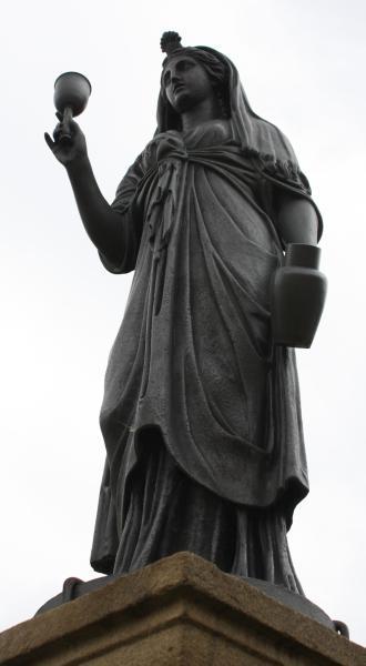 Litinová socha bohyně Isis